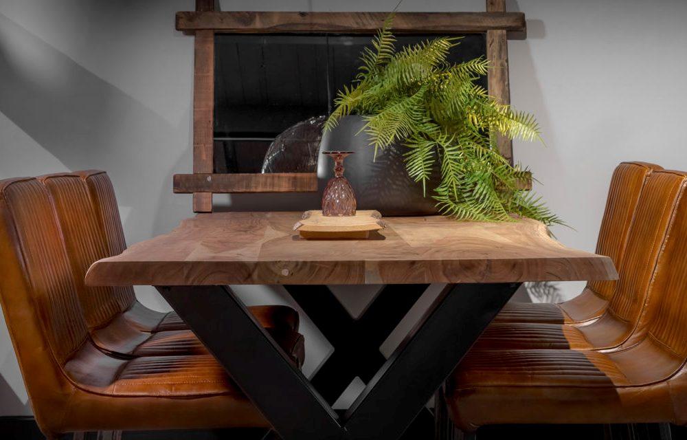 Urbansofa Boomstamtafel Live Edge Eettafel salontafel hoektafel of sidetable bij Singel Meubelen Purmerend
