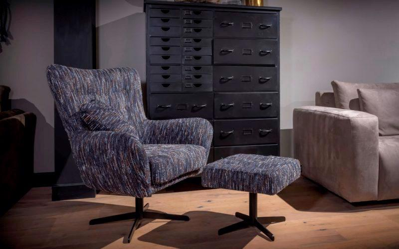 UrbanSofa-Flynn-fauteuil-met-draaipoot-en-hocker